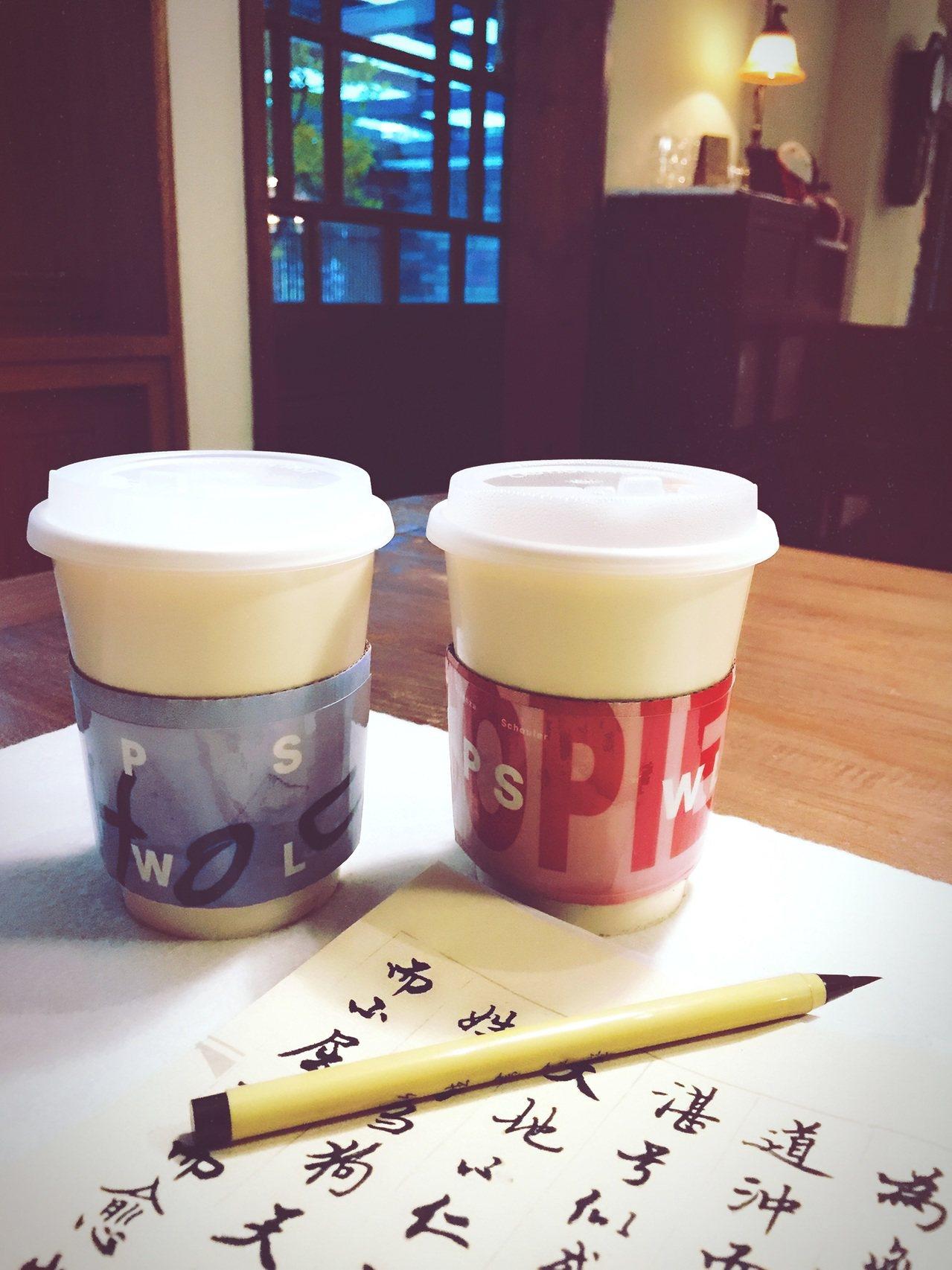 PSWL系列和朵朵開咖啡館推出限量咖啡外帶杯套及紙袋。圖/Proenza Sch...