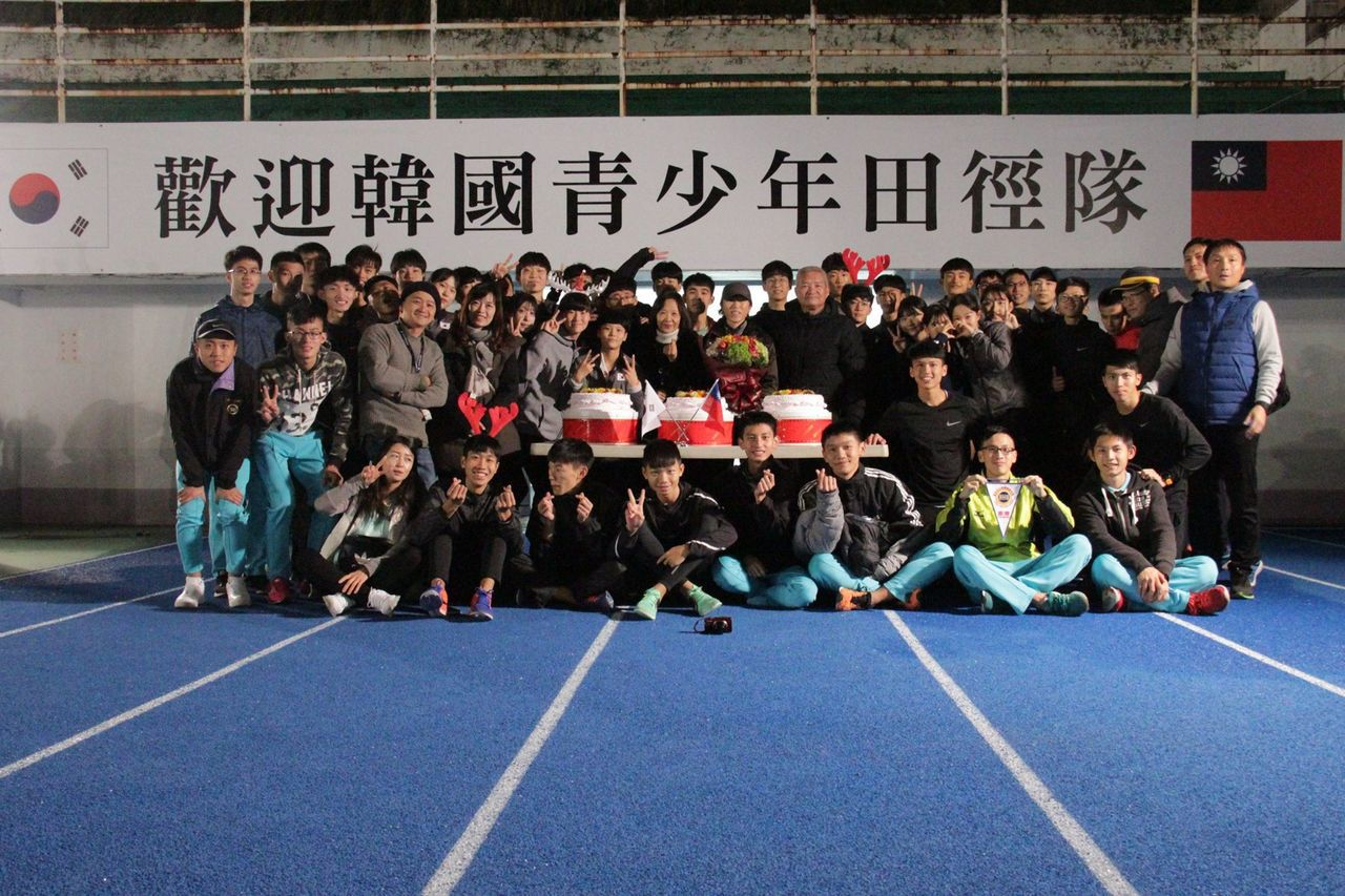 南韓青少年田徑隊結束在成淵高中為期15天的移訓。圖/取自潘瑞根臉書