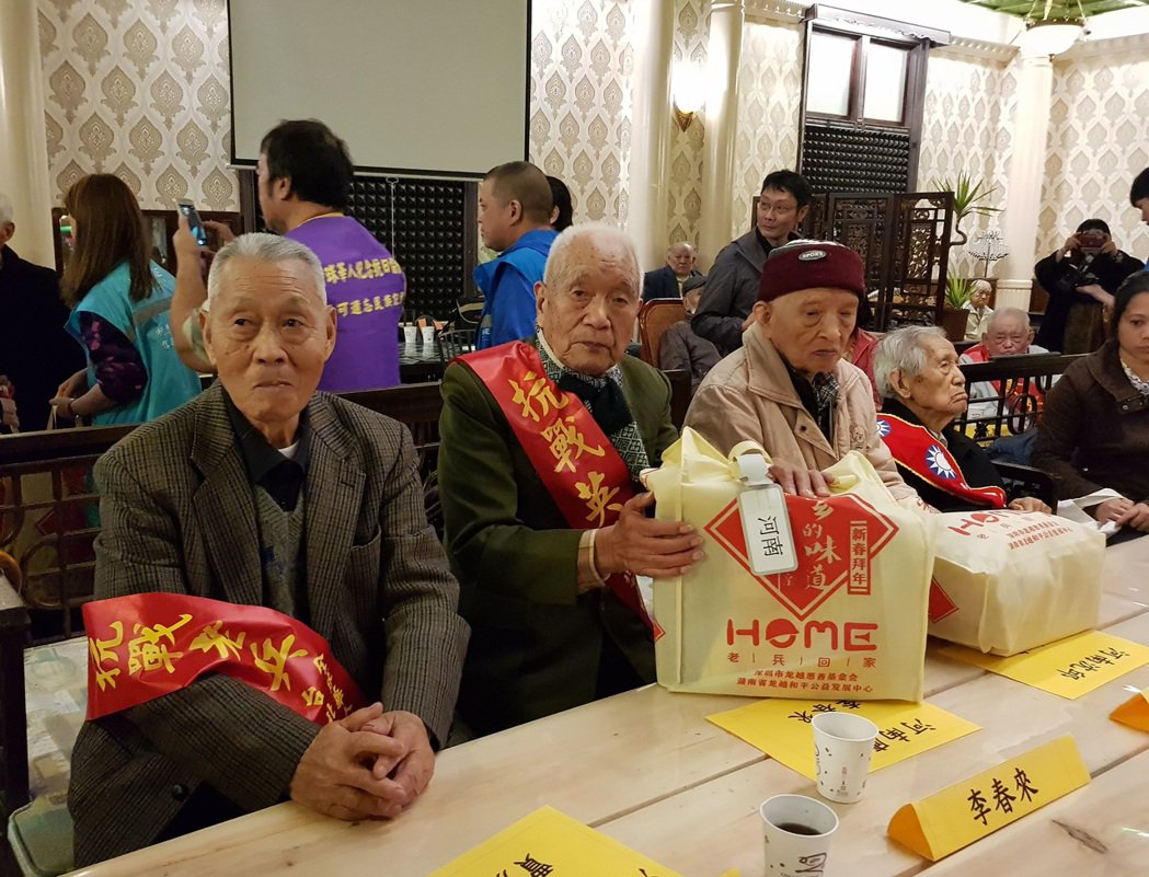 93歲老兵李春來(中)分享他押解「川島芳子」的特殊經歷。記者翁浩然/攝影