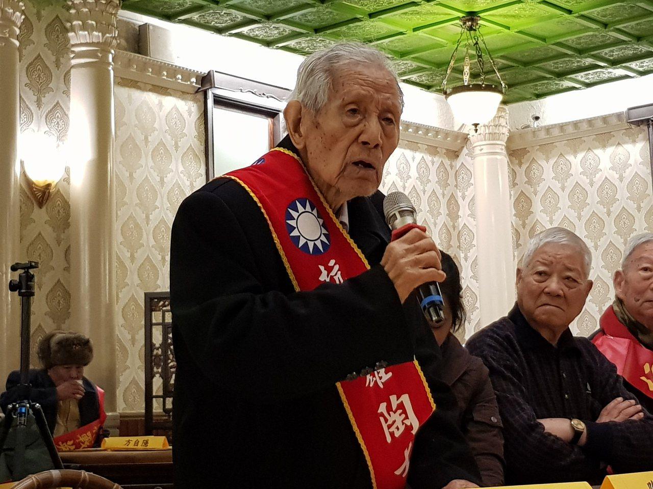 百歲老兵陶士君分享豐富的抗戰經歷,同時感慨當今政府逐漸漠視這段歷史與老兵。記者翁...