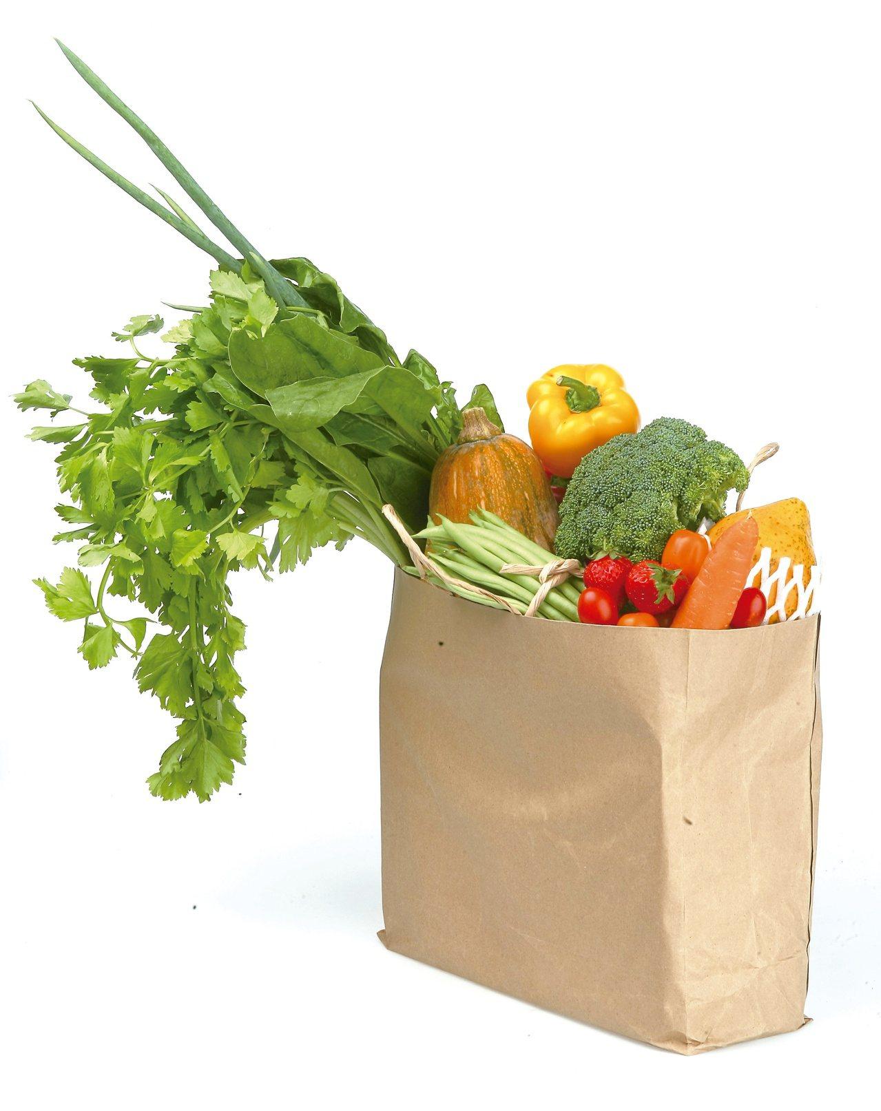 哈佛大學近期一項研究發現,以低鹽飲食搭配蔬果,進行四周後,血壓降低成果,比服用藥...