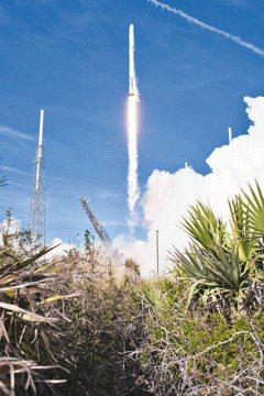 Space X壯舉 完成關鍵運補