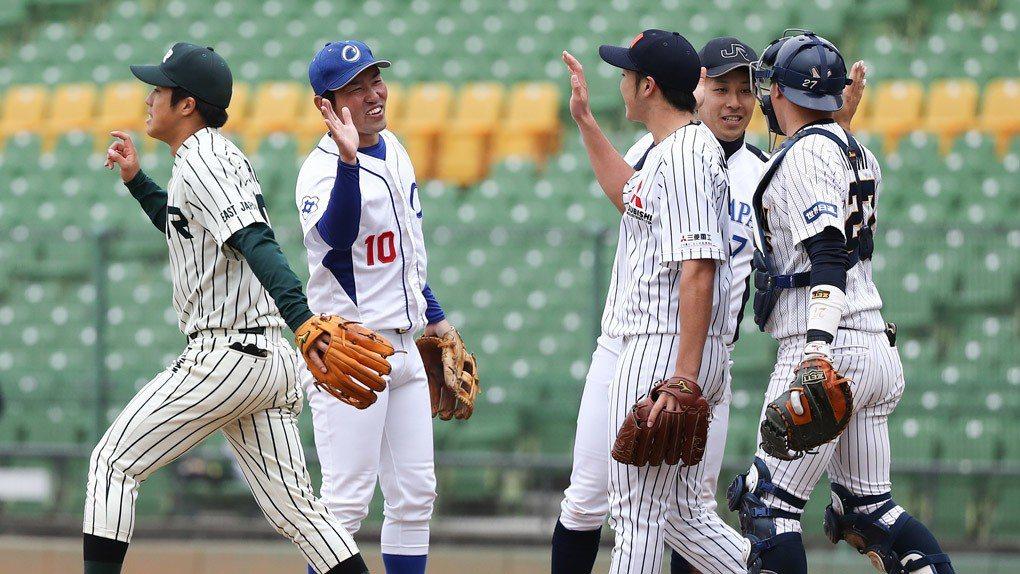 中職聯隊(藍帽)打出企圖心。 中華職棒聯盟提供