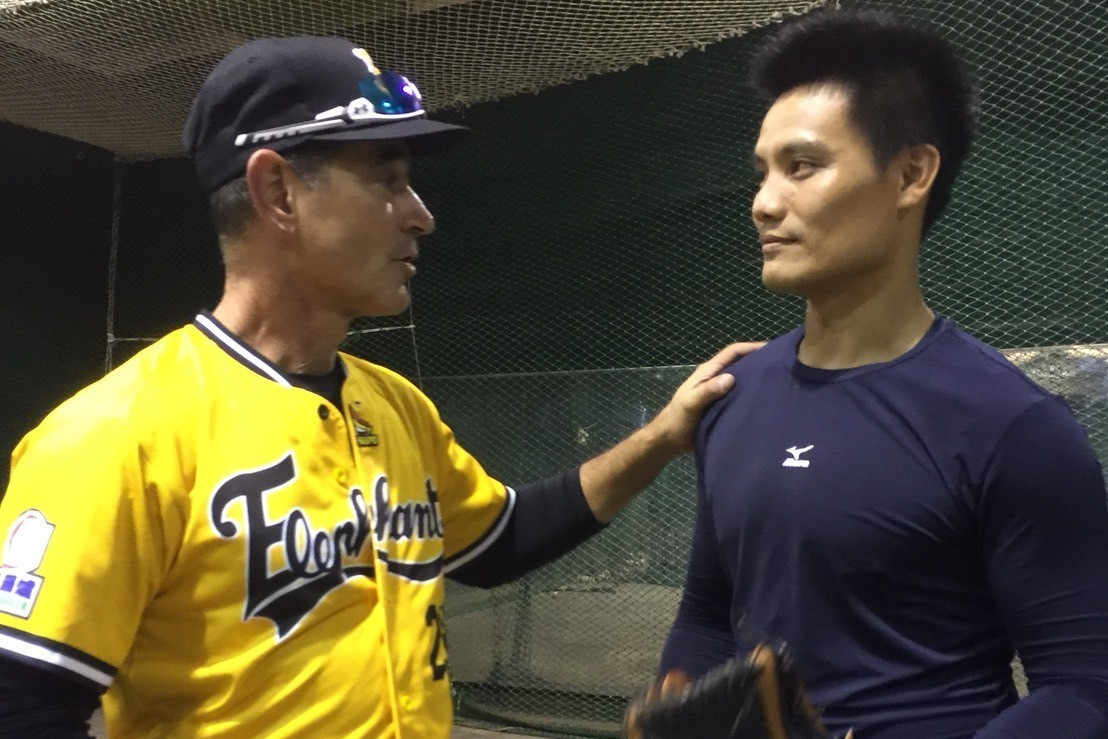 葛雷諾(左)與王勝偉雖在兄弟隊無交集,但兩人仍相當熱絡。 記者黃麗華/攝影