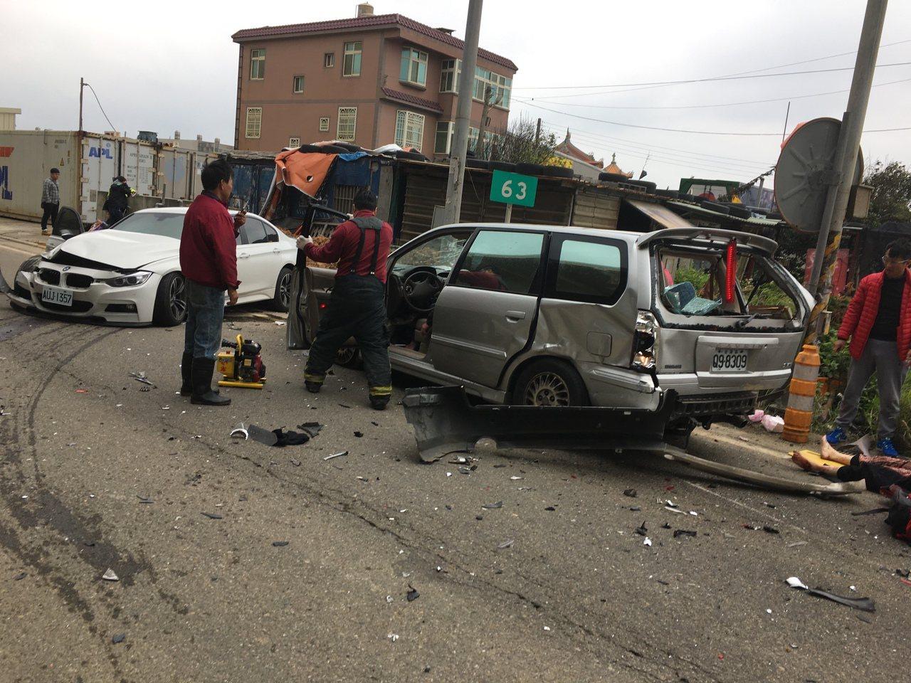 新竹縣新豐鄉台61線63k北上橋下,今天下午發生車禍。記者郭政芬/翻攝