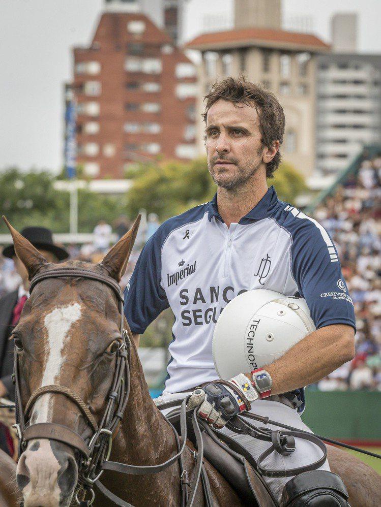 阿根廷馬球名將Pablo Mac Donough在阿根廷馬球公開賽中,實際配戴了...