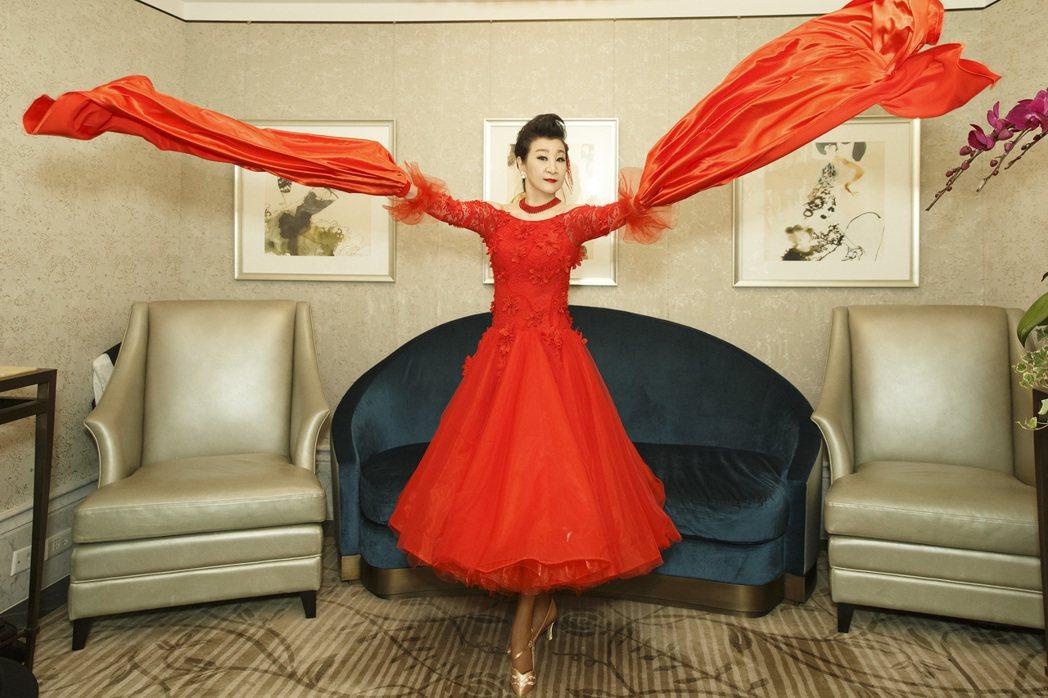 陶王復蓉從國標舞找到對生命的熱情,活出凍齡窈窕體態。圖/偉大文化提供