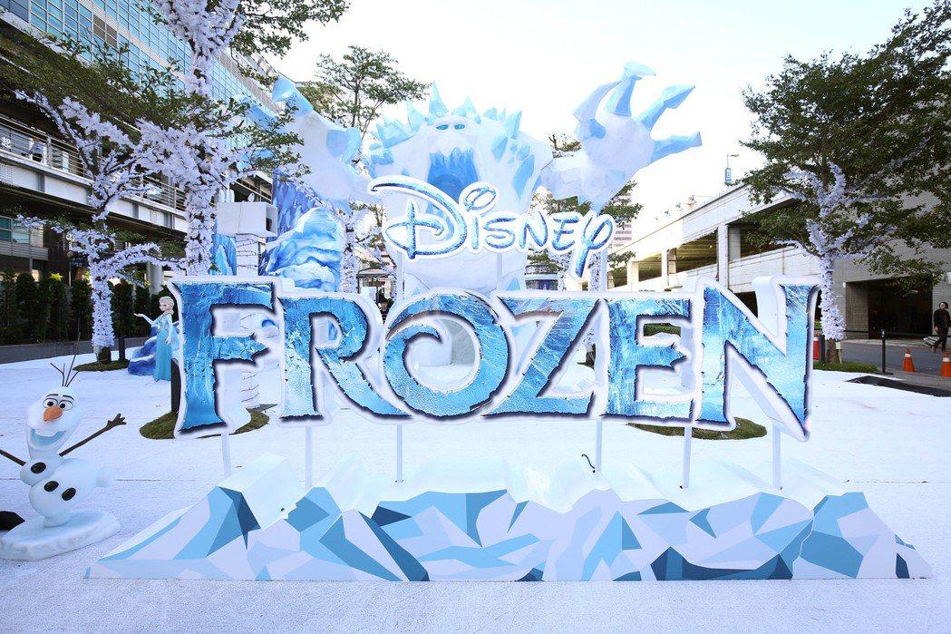 台北101「冰雪奇緣嘉年華」門口有5米高的巨大雪怪守護著冰雪城堡。圖/台灣華特迪...