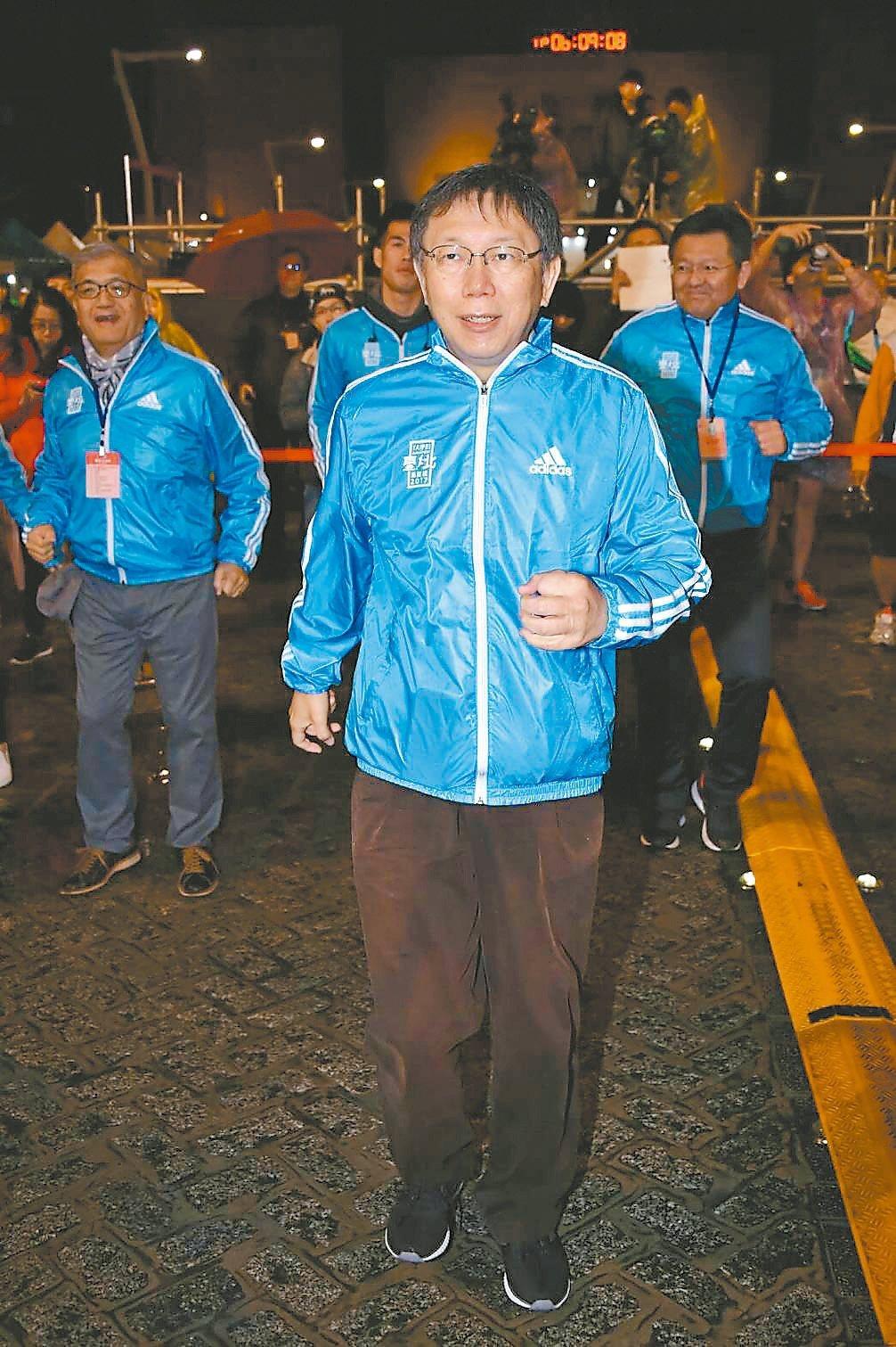 台北市長柯文哲昨出席2017台北馬拉松,明年是否一路連任,外界正拭目以待。 圖/...