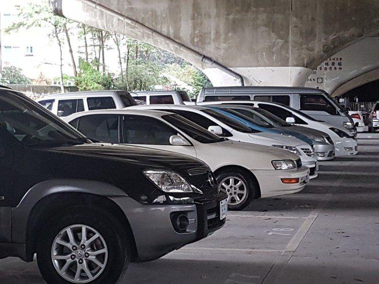 2018年1月起,不同廠牌不同車型,「車體損失險」保費可能差很大。 記者孫中英/...