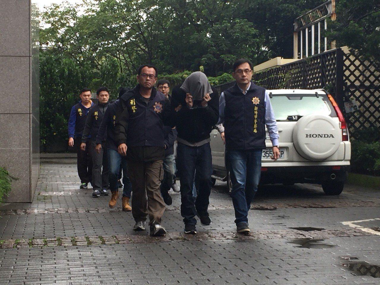 四名涉嫌替販毒集團從國外運送K他命入境的男子。 記者陳金松/翻攝