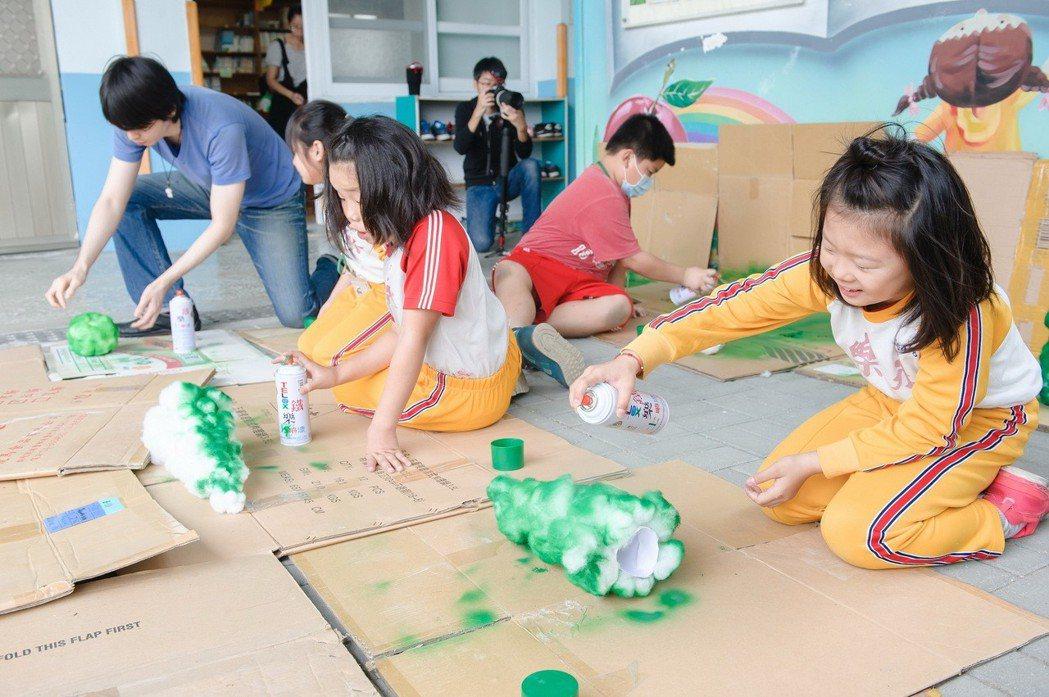 中壽「愛就GO玩美力計畫」融合在地特色,鼓勵孩子們運用想像力,藉由在地素材,不但...