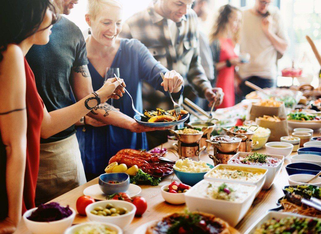 歲末聚會又讓您身體增加負擔了嗎,做好5個保養讓身體年末不出狀況。