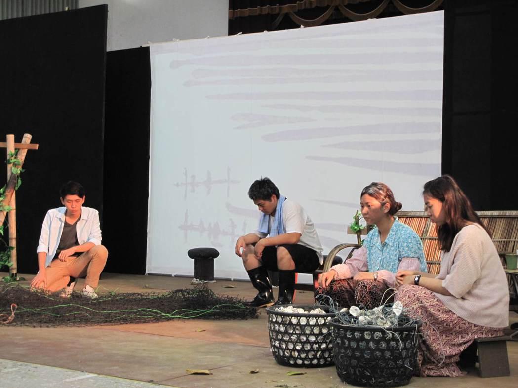 北門社大長期記錄的鹽分地帶的生活與文化,並與大學劇團合作演出漁村人的悲喜。 圖/...