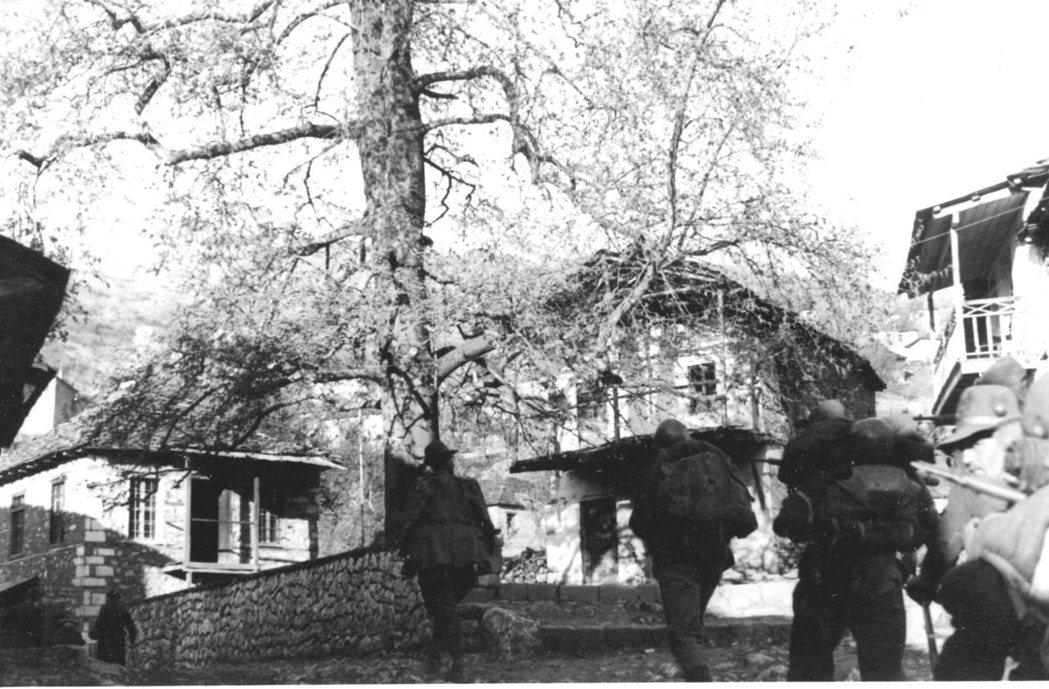 二戰期間,阿爾巴尼亞被義大利墨索里尼大軍直搗,被戰火炙成一片焦土。 圖/維基...
