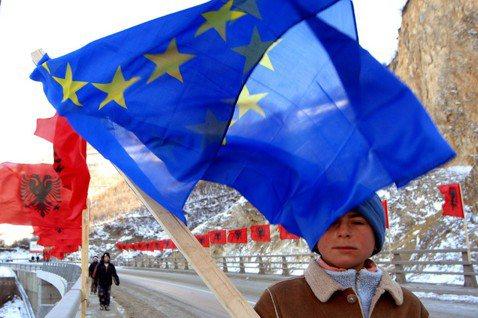 阿爾巴尼亞北部通往科索沃高速公路,也同樣關乎阿爾巴尼亞的國族顏面;但在那裡,嶄新...