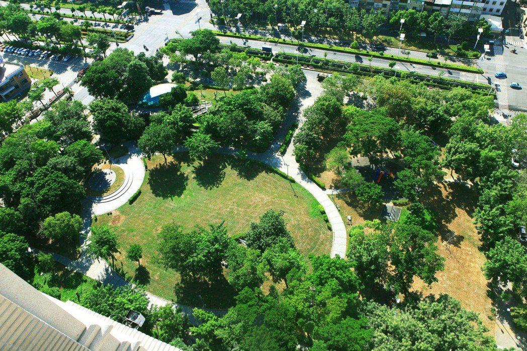 「百立生日公園」與生日公園為鄰。 圖片提供/百立建設