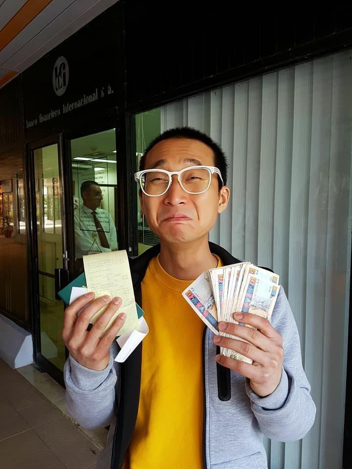 浩子在古巴經歷了最刺激的一次領錢過程。 圖/擷自浩角翔起臉書