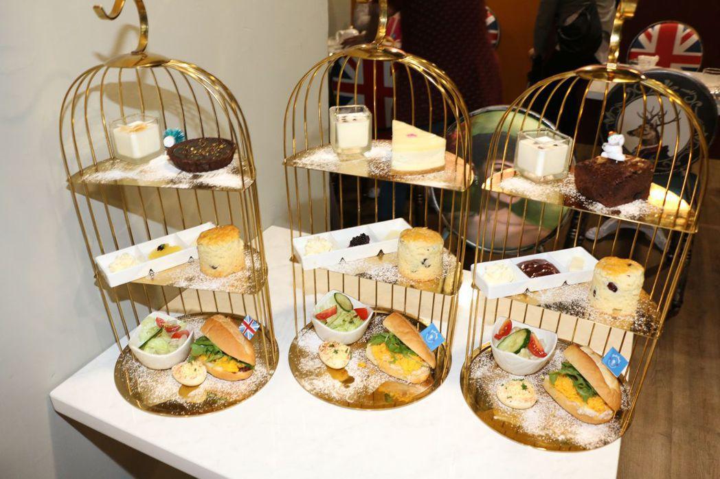 英國奶奶餐點放在特製鳥籠內。