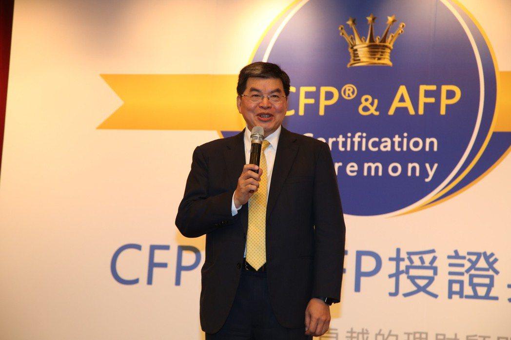 臺灣理財顧問認證協會理事長李長庚表示,全球金融服務業在Fintech數位科技與大...