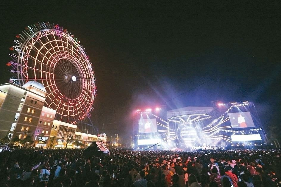今年的麗寶樂園跨年晚會,將以摩天輪炫光秀來取代煙火。(圖片來源/台中市新聞局)