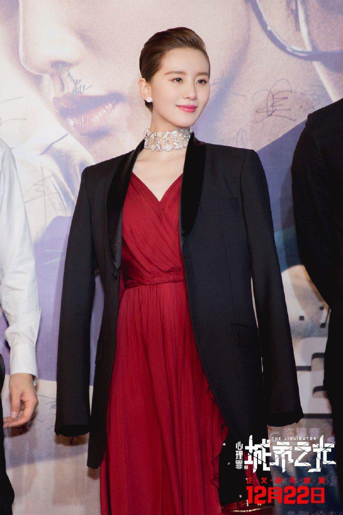 劉詩詩出席「心理罪之城市之光」首映。圖/摘自微博