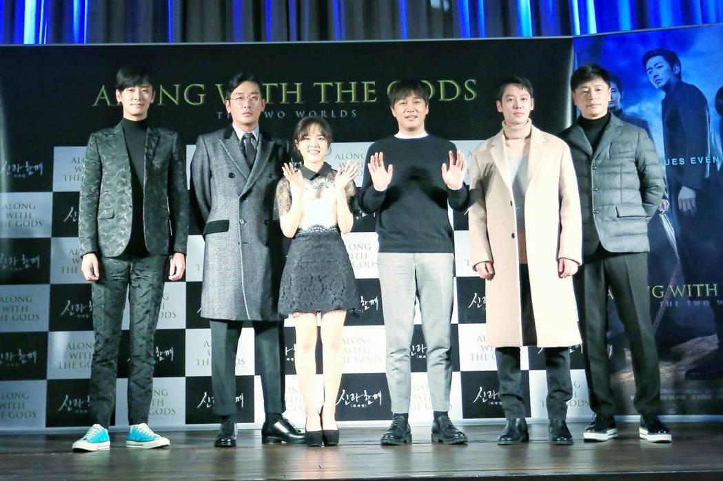 「與神同行」今於首爾舉辦國際記者會,演員朱智勳(左起)、河正宇、金香起、車太鉉、