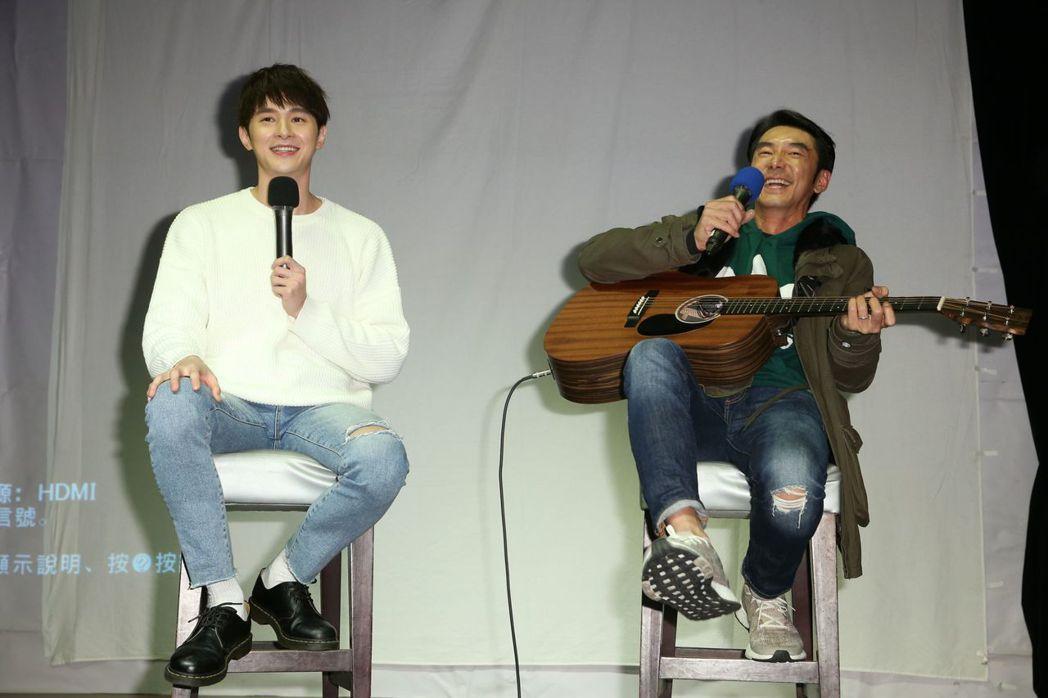 李李仁(右)為張軒睿伴奏。記者陳立凱/攝影