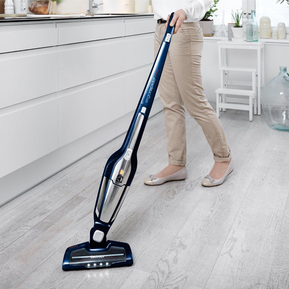 搶尾牙商機,momo購物網的掃地機、吸塵器超搶手。此為momo購物網販售的伊萊克...