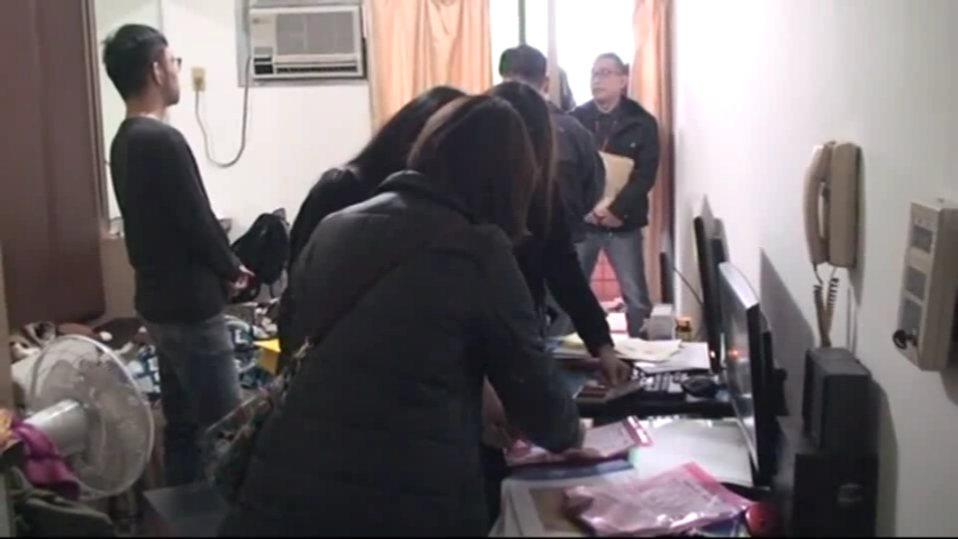 檢警在林(左一)的孫姓女友住處將他拘提到案。圖/翻攝畫面