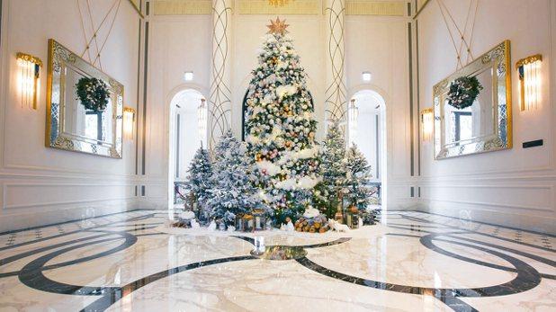 今年最奢華的耶誕樹,銀白世界在這裡。 圖/台北文華東方酒店提供