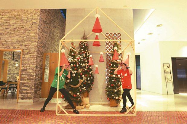 台南老爺行旅的耶誕紅帽小屋。 圖/台南老爺行旅提供