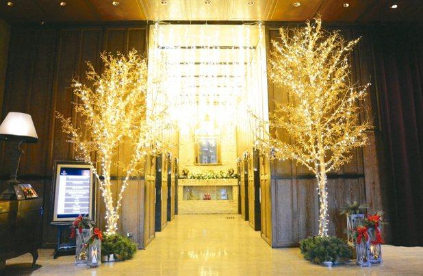 君品酒店的燈光樹。 圖/君品酒店提供