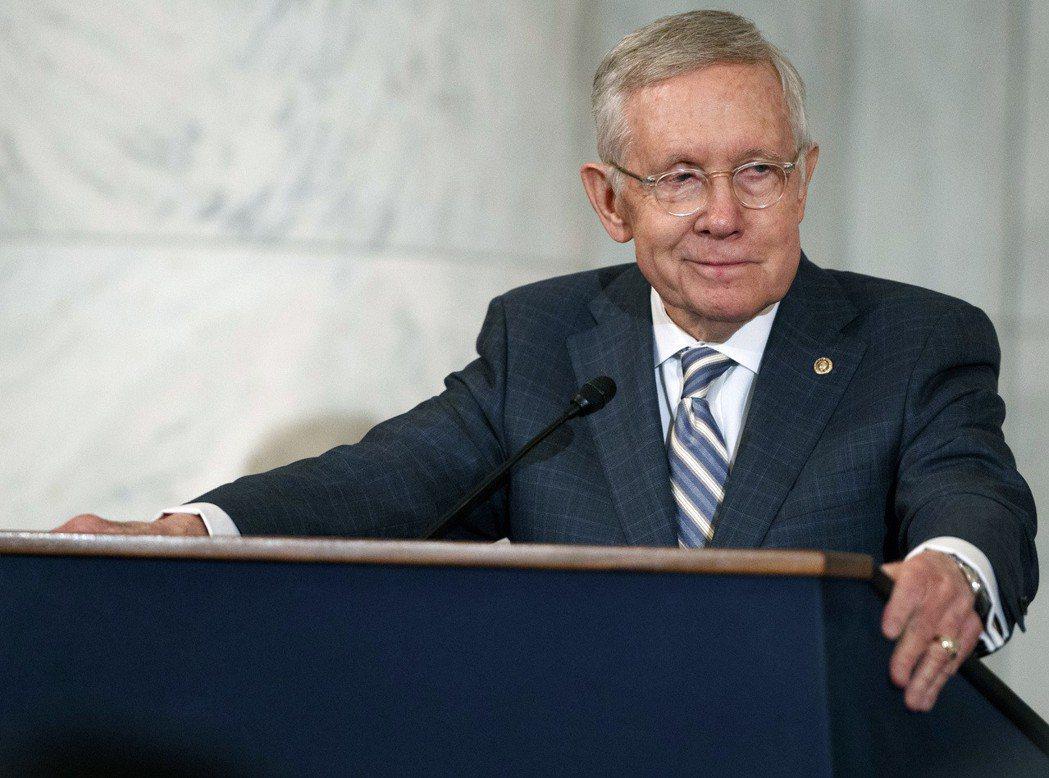 要求美國國防部撥款調查幽浮的參議員雷德。美聯社