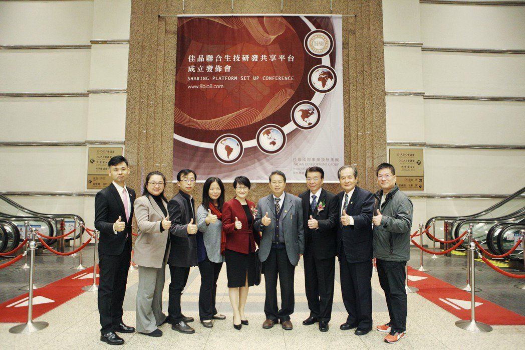 專家學者們大合影。(左起分別為卓文雄博士、陳蕙如博士、林友鈞博士、參與貴賓、劉鎔...