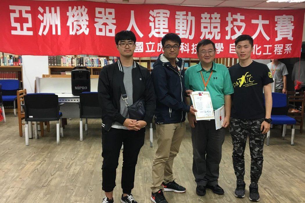 第二名林佑勳(左起)、曾琨勝、梁顥曦。 圖/義守大學提供