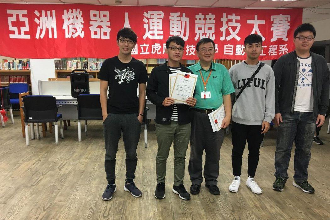 佳作王仁修(左起)、黃子豈、劉若毅、廖安國。 圖/義守大學提供