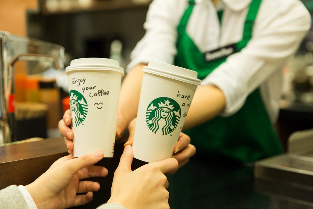 咖啡店常會在杯子上寫上點餐代號或貼心小語。(示意圖) 聯合報系資料照