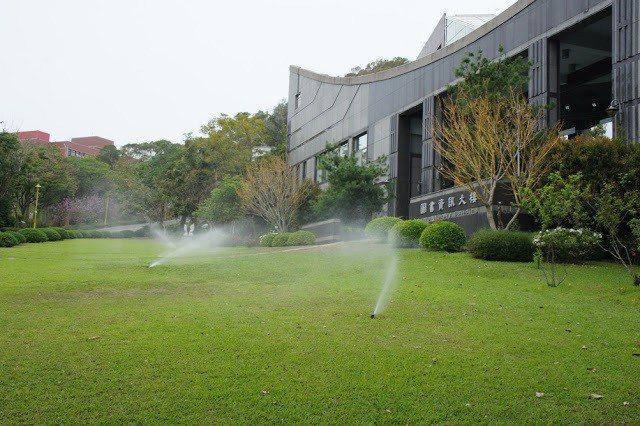 大葉大學大量運用回收雨水與中水澆灌校內花草。 大葉大學/提供。