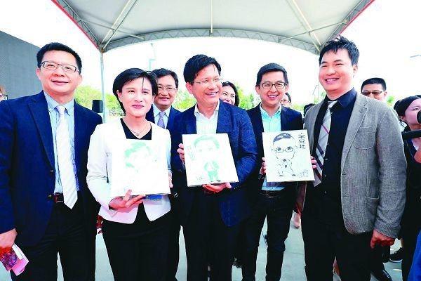 文化部長鄭麗君(左二)與台中市長林佳龍(左三)簽署合作備忘錄。