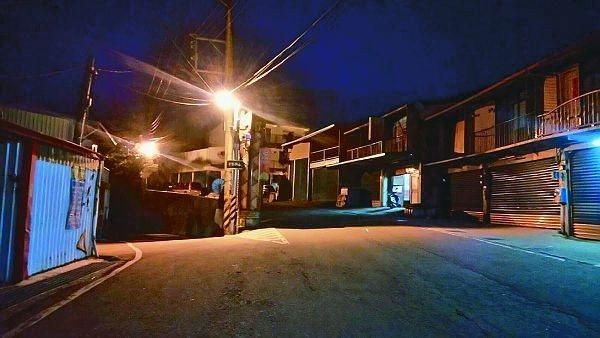 台中市政府在梨山地區近兩千公尺的高山上,架設獨立路燈,成為台中最高的路燈,在山區...