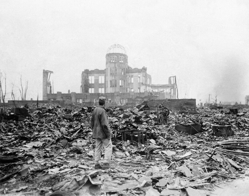原爆的根本構成和性格,是人類凶殘的極致結晶。圖為1945年9月8日,原爆一個月又兩天之後的廣島。 圖/美聯社