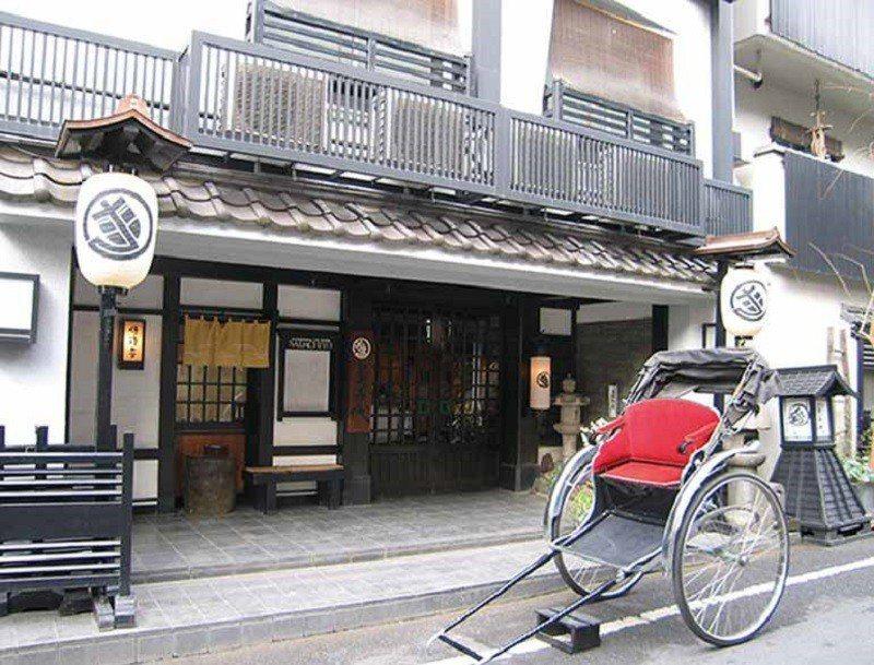 坐落在淺草街道中的雅致日式旅館,為繁忙的東京增添歷史韻味。