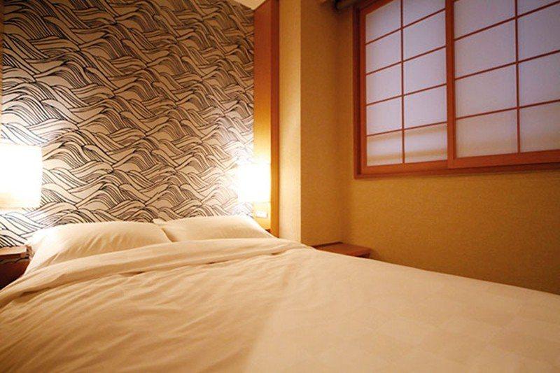 不同於一般榻榻米房間,旅籠特別選用床墊取代墊被,讓睡不慣地板的人也能安 心休眠。