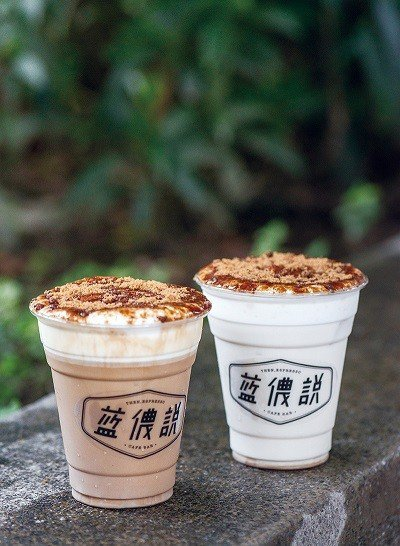 黑糖牛奶 60元(右)、黑糖拿鐵 90元(左)