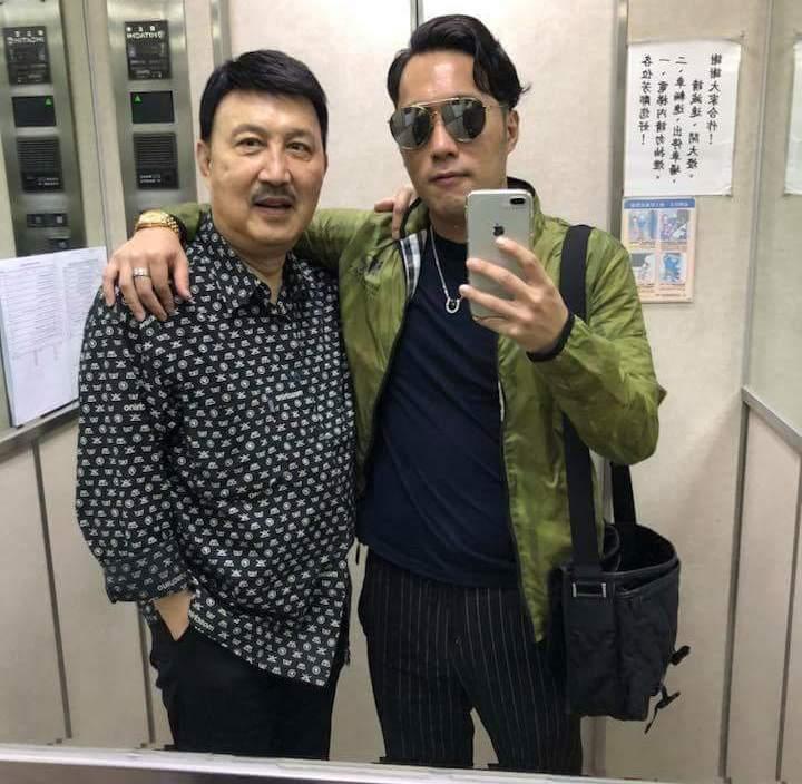 余祥銓(右)像個長不大的小孩,讓余天從年輕操心到老。圖/摘自臉書