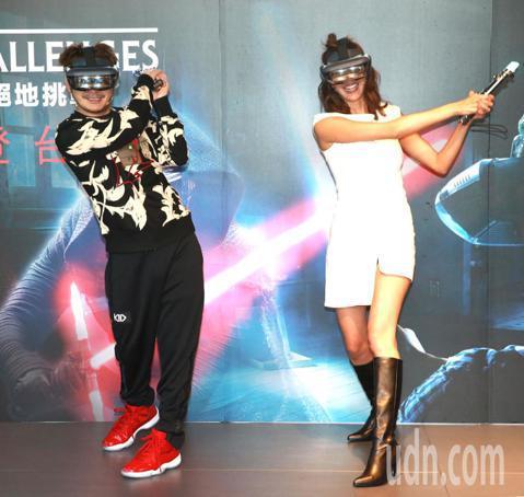 名模王心恬與綜藝小天王KID,下午同台站上「星際舞台」化身絶地武士,用光劍對抗黑暗勢力。為新上市的AR遊戲「星際大戰:絕地挑戰」代言。