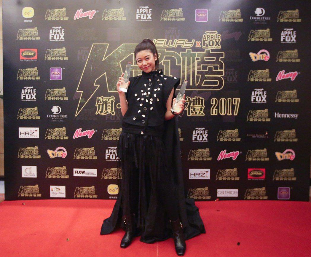 蔡恩雨在K歌榜頒獎典禮獲頒2獎項。圖/上行娛樂提供