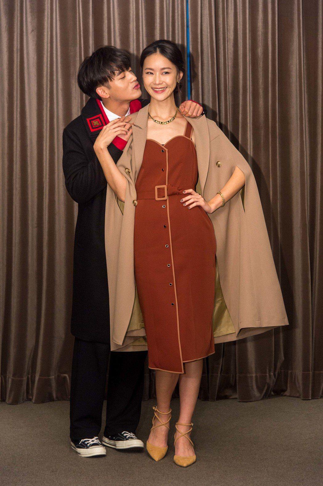 小樂吳思賢(左)與鍾瑶演姊弟戀,小樂笑說鍾瑶現在視力很好。圖/三立提供