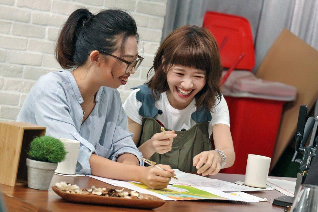 LuLu和妹妹(左)合體拍MV。圖/環球唱片提供